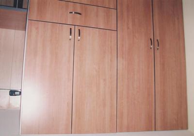 דלתות לארונות בחדר שינה