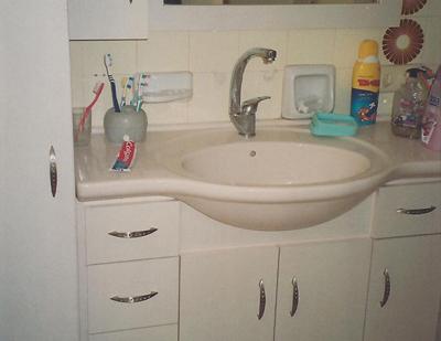 ארונות מתחת לכיור אמבטיה